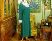 1930's Emerald Green Crepe Dress . Vintage Day Dress . Attached Lace Collar & Cuff . Original Belt . K Dresses by J E Kirkwood label . Swell