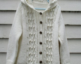 Vintage handknit cable knit sweater / Creamy beige button up jumper / Oatmeal popcorn knit hooded sweater / girl size 6