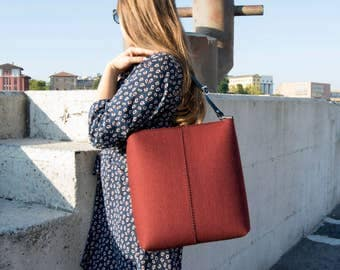 40% OFF - Large felt SHOULDER BAG with leather strap / maroon crossbody bag / wool felt bag / tote bag / felt tote / made in Italy