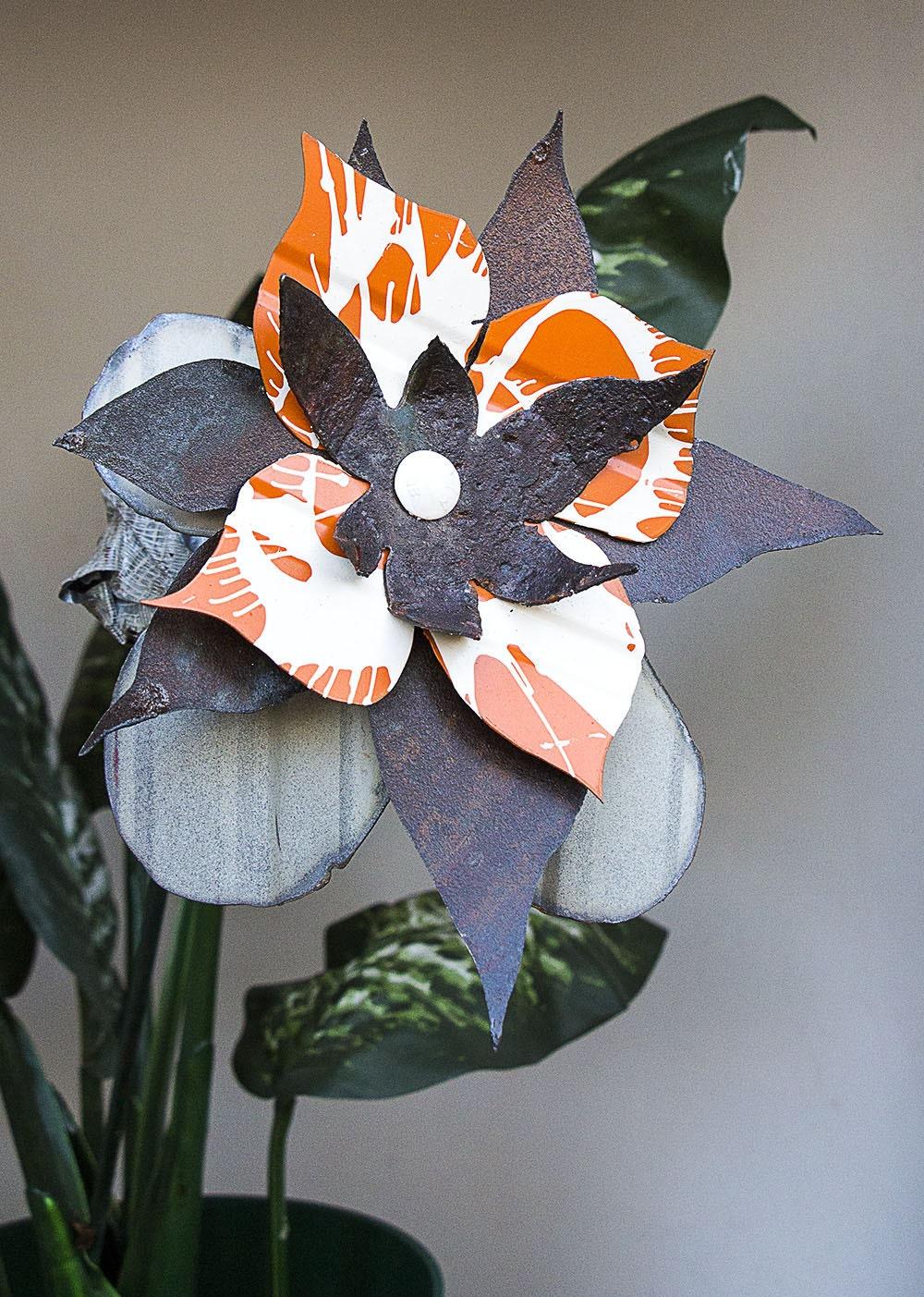 white orange rust raw metal yard art flower indoor outdoor. Black Bedroom Furniture Sets. Home Design Ideas