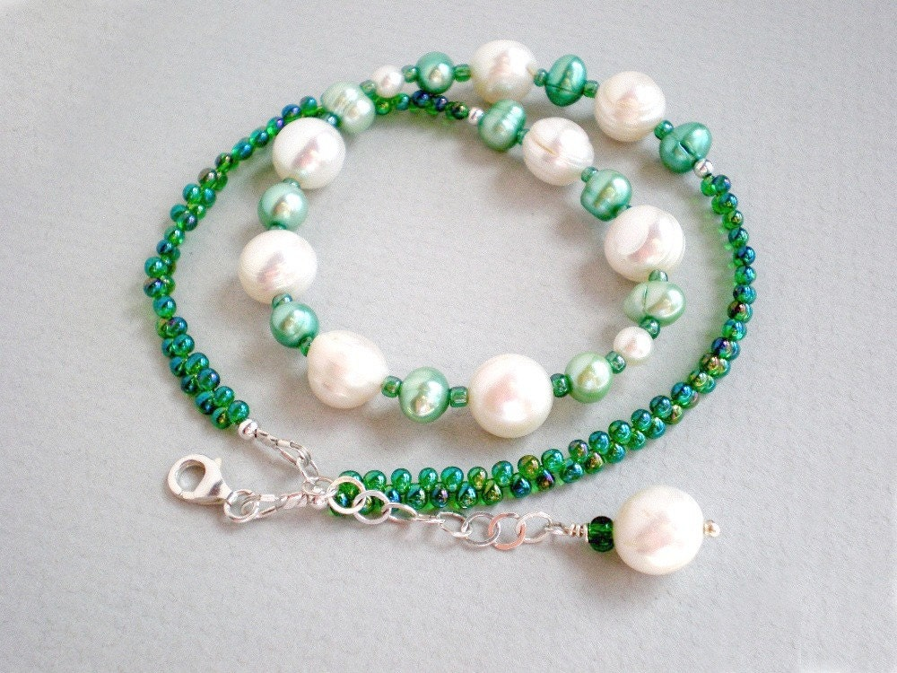 green pearl necklace emerald green mint green white
