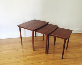 Mid Century Modern Stacking Tables . Coffee Tables . Table Trio