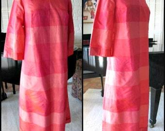CAVANAGH'S silk caftan / vintage caftan / fits M / 70s caftan / Thai silk caftan / vintage 70s caftan