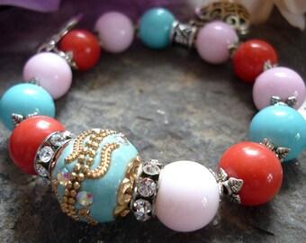 turquoise focal bead bracelet, bird bracelet, bracelet oiseau, pink and turquoise bracelet, corail bracelet, asian bracelet, colorfull