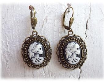 Miss bones - earrings bronzetone Gothic Calavera Skull Lady