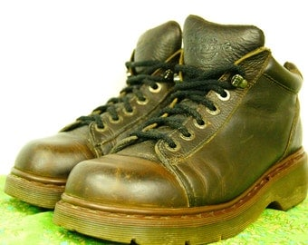 Vintage Doc Marten Brown Leather Shoes - Size 8 UK, 9 US Men, 10 US women - Made in England Dr. Martens - Men's Dr. Marten - 8550 - D091