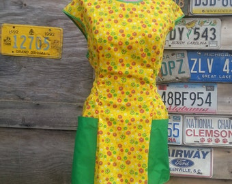 Vintage Yellow and Green Floral Apron 50s Full Apron Smock Rockabilly Housewife