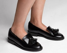 Black leather loafers with tassels with tractor soles  - tassel shoes - black handmade leather loafers with tassel detail - Free Shipping