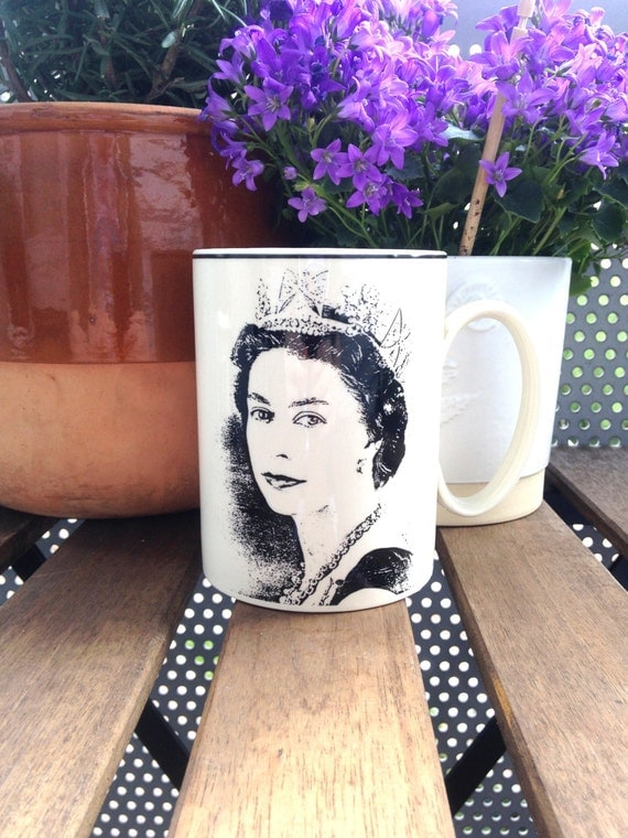 Young Queen Elizabeth II Vintage Royal SIlver Jubilee 1952-1977 Wedgwood Mug Design by Snowden
