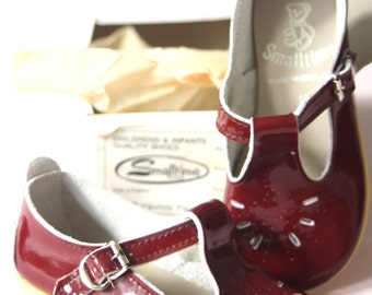 Burgundy patent leather childrens shoes, size 5 (22)