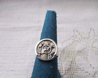 Vintage sterling abstract medallion ring size 7 1/4 signed