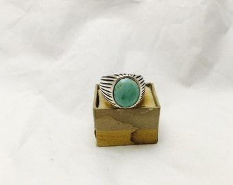 Vintage Southwestern Style Sterling Silver and Turquoise Ring - Size 9