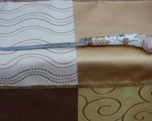 Sheffield Porcelain Handle Cake Knife - Beautiful Condition - Made in England - No Chips or Dings - Suitable for Gifting - Dusty Rose - Gold
