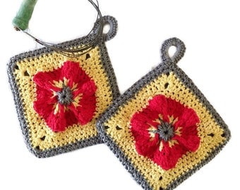 Potholders //Poppy Flower Vintage Style Pot Holders, Crocheted from Cotton Yarn- Super Thick, Housewarming Gift, Kitchen Decor/ Gift for Her