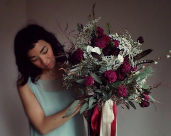 dried flower bouquet, marsala bouquet, jewel tone bouquet, dark red and white bouquet, foraged bouquet, red bridal bouquet, peony, feather