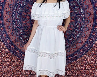 Vintage 50s Mexican White Off Shoulder Cotton Lace Peasant Bohemian Fiesta Sun Dress S // M // L