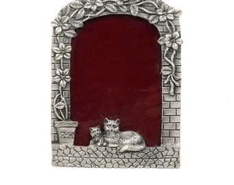 Vintage Cat Kitten Photo Frame Metal Photographs
