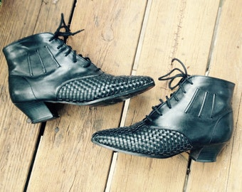 1980s black ankle boots.shoes.booties.size 8 1/2.size 8.39.woven.kitten heels.lace up.tie.80s.coasters.witch boots.women's.vintage.rocker.