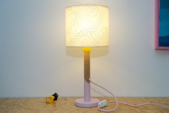 lampe papier washi japonais petites fleurs blanches au pistil. Black Bedroom Furniture Sets. Home Design Ideas