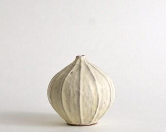 Flower Vase (onion/White ash glaze) / Koji Kitaoka (15005752-04KW)/ made to order in 2 months