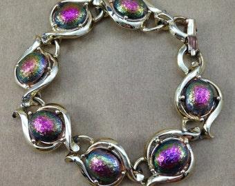 Gorgeous Vintage Oval Textured Iridescent Glow Glass Cabochon Gold Tone Bracelet