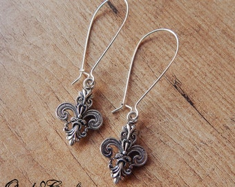 "Kidney earrings ""Fleur-de-Lis"" in silver or bronze tone - Victorian/Steampunk/Gothic/Vintage style"