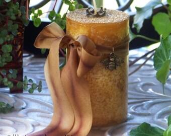 "BIENENGÖTTIN™ Queen Bee Goddess ""Old European Witchcraft""™ Golden Pillar Candle with Honeybee Charm on Silk Ribbon, Crown Charmed"