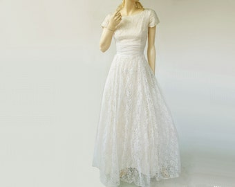 Lace Wedding Dress, Vintage 60s Bridal, 1960s Wedding Dress, Lace 60s Wedding, Summer Lace Bride, Cap Sleeve, Full Skirt, White Lace, small