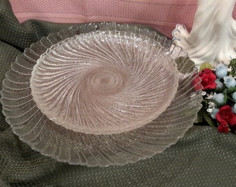 Arcoroc Swirl Glass, Luncheon Plates, Arcoroc Plates, Salad Plates,  Kitchen and Dining, Entertaining, Gifts Under 50