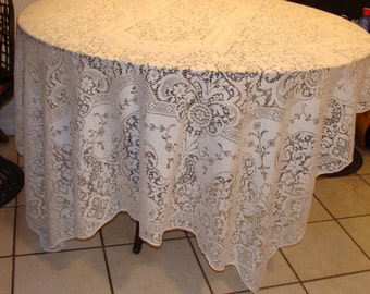 Lace Tablecloth/Shabby Chic/Vintage/Scalloped