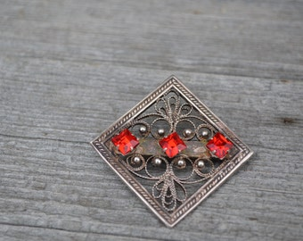 Valentine's gift Vintage rhinestones and silver square filigree brooch, nickel silver brooch, wonderful gift for birthday collectible brooch