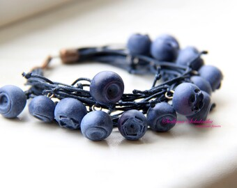 Handmade blue bracelet with polymer clay,  Bracelet with blueberries, Floral romantic wedding bracelet