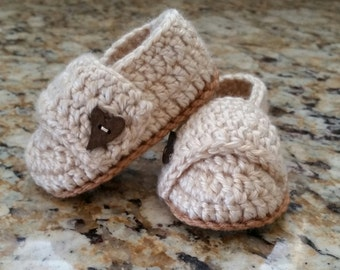 Baby girl crochet shoes, baby girl slippers, baby wrap shoes, baby girl shoes with strap and button, baby gift, photo prop