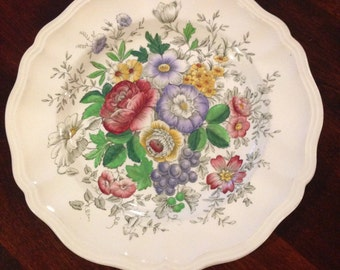 "Vintage Royal Doulton Dinner Plate ""Malvern"" D6197 made in England"