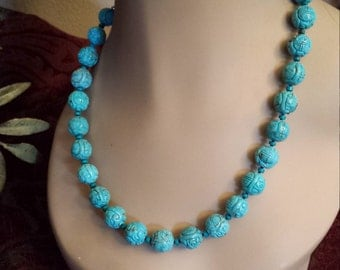 One strand carved turquoise necklace