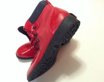 80's red ankle boots. Womens vintage boots. Size 8 waterproof boots.