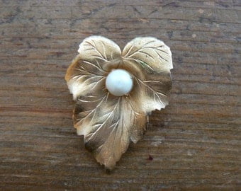 Vintage Sarah Coventry Pearl Leaf Gold Brooch-Small
