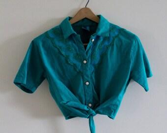 Vintage western style tie crop top!