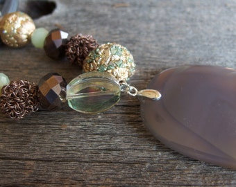 Pearl and Agate Pendant Statement Necklace