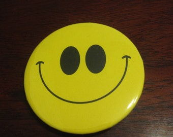 Smiley Fave 2.25 Pinback Button