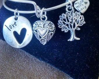 Expandable Silver Colored Bangle Charm Bracelet LOVE Heart