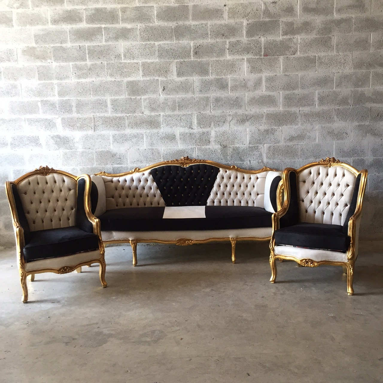 Pics photos rococo style chair sofa rococo - Baroque Tufted Settee Furniture Italian Antique Sofa Refinished Gold Leaf Reupholster Black Velvet Champagne Tufted French