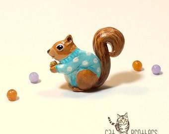 Squirrel Brooch, Squirrel Pin, polymer clay, hand sculpted, hand painted with Acrylic colors.