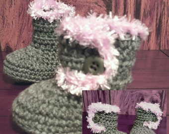 Crochet Baby girl booties, grey with pink fur trim. 3-6 months.