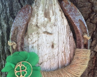 Rustic Lucky Horseshoe-shamrock-Horse decor-Equestrian-Country-Western-Good luck-St. Patrick's Day-Cowgirl