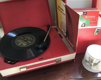 Vintage Retro Fidelity HF42 Compact Portable Record Player in Red Case 4 speed