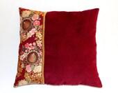 Coussin en velours rubis et tissu japonais rubis à fleurs