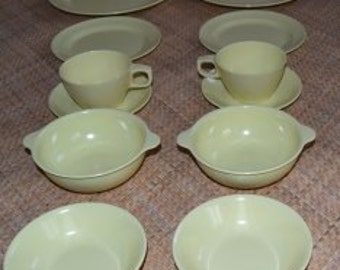 1950's Melaware Sun Yellow 2 Person Set