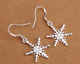 Snowflake Pierced earrings,  silvertone