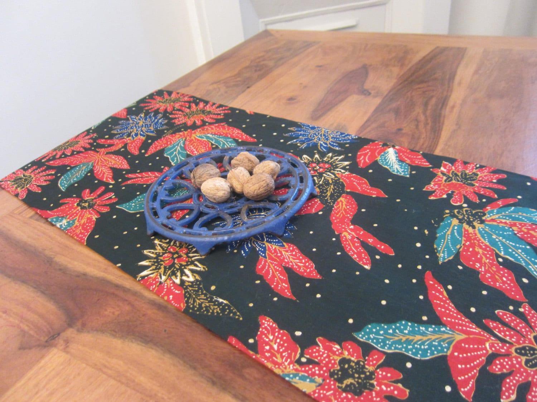 beau chemin de table lit en batik d 39 indon sie 100 coton. Black Bedroom Furniture Sets. Home Design Ideas